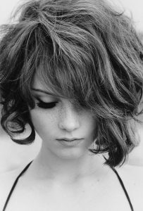 hair style for frizzy short hair